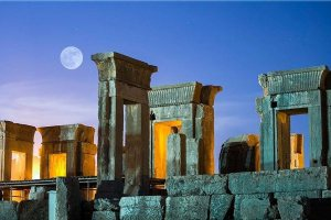Night view of Takht-e Jamshid (Persepolis)