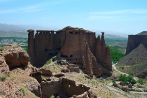 Behestan Castle (Ghaleh Gheshlaagh)