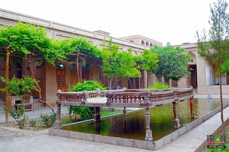 Khane-ye Lariha,Lari House,Lariha Mansion,خانه لاری ها,lari ha house,lari-ha house,lariha mansion,khane lariha,khanehe lariha,استان یزد,yazd province,lariha historical house,yazd house,yazd historical houses,عمارت لاریها,خانه لاری های یزد,emarat lariha,فهدان